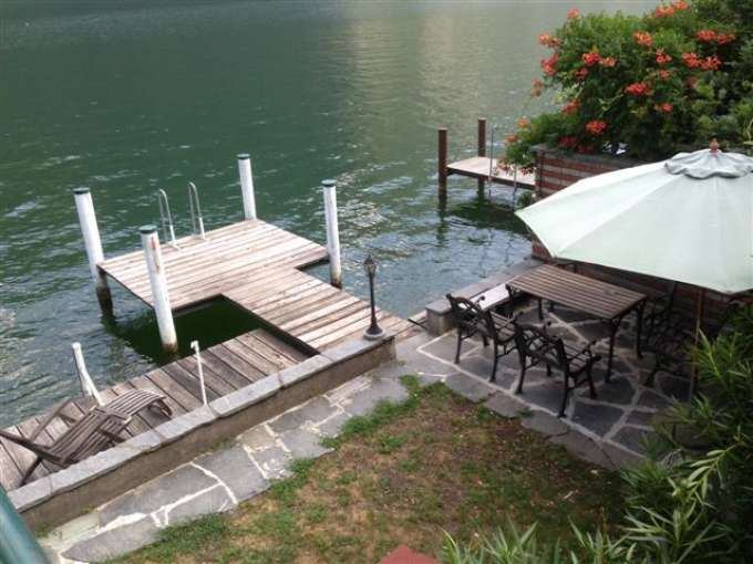 ferienhaus schweiz ferienhaus am see mit seeplatz und motorboot auf anfrage 3 zimmer. Black Bedroom Furniture Sets. Home Design Ideas