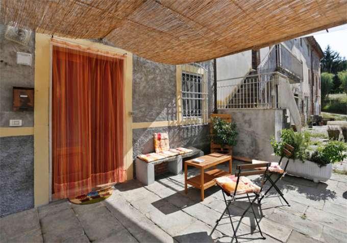 Ferienhaus italien steinhaus mit eigenem grossen garten pool und offenes gartenhaus mit tisch - Offenes gartenhaus ...