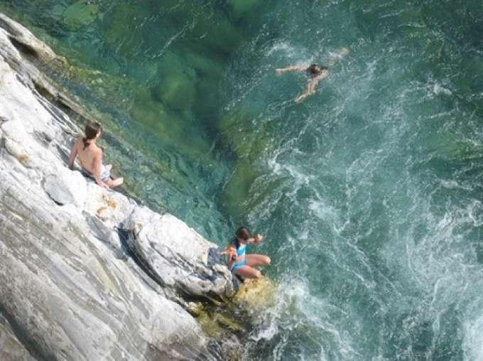 Fluss Mit G >> Ferienhaus Schweiz, Rustico in idyllischer Lage nur 5 Gehminuten vom Fluss Maggia entfernt / 1 ...
