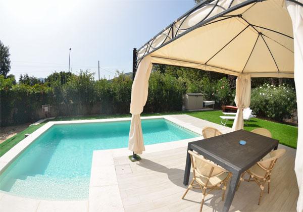 Ferienhaus italien ferienhaus mit pool und eingez untem for Garten pool 3m